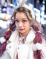 原宿个性甜美发型 色彩演绎时尚吸睛街头范