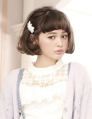 蓬松短卷发发型 时尚活泼营造灵动感图片