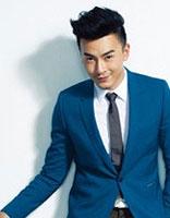 时尚自信笑容露出来 男生露额头短发发型