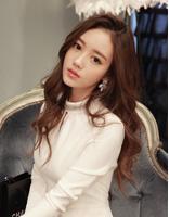唯美的韩式长卷发发型 彰显职场女生最优雅的气质