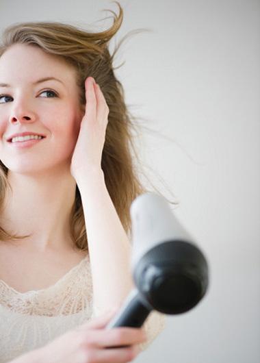 冬季头发对你频放电 5个小物解除静电毛躁