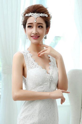 结婚的新人是越来越多了呢,每个准新娘都希望自己的婚纱照发型能留下图片