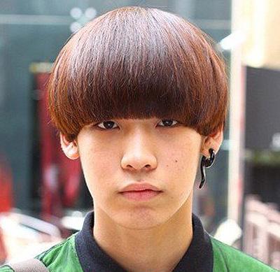 头啦,这款发型男生选择起来非常的时尚可爱,尤其在学生的群体中体现的图片