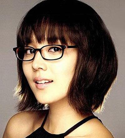 女生短发戴眼镜发型 女性超短发型