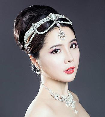 圆脸适合什么新娘发型步骤 扎发圆脸新娘发型