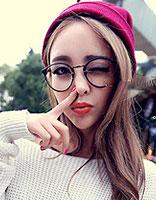 圆脸戴眼镜头发蓬松女生适合什么发型 女生圆脸戴眼镜图片