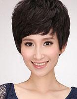 适合瘦脸的中年女性短发设计图片