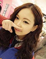 韩式中分微卷发型 齐发小卷发型图片