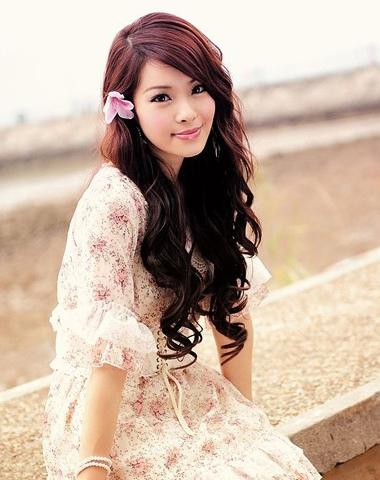 斜刘海大卷发型 斜刘海烫发发型图片图片