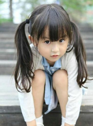 简单可爱发型梳法 小女孩可爱发型绑扎方法