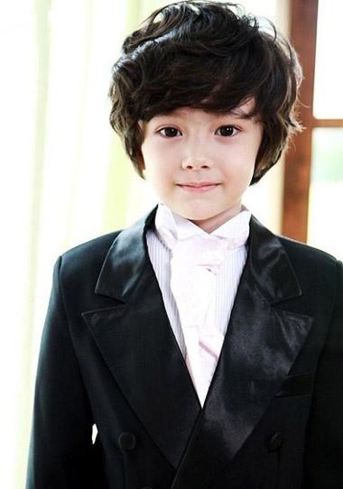 小男孩斜刘海发型 帅气儿童斜刘海发型图片
