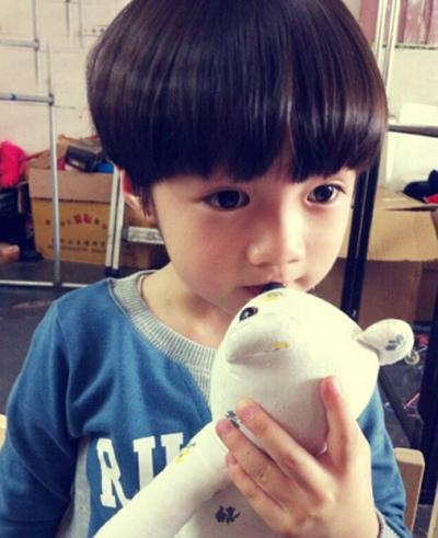 4岁小男孩的可爱发型 男宝宝可爱发型图片图片
