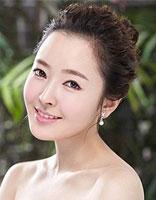 无刘海丸子头图片 扎花朵形小丸子头发型