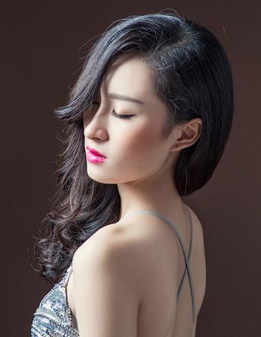 中老年中长发型图片 中长发偏分烫发发型图片