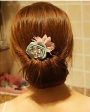 韩式包包头扎法步骤 简单盘发包包头图解