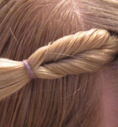 小孩韩式发型步骤 儿童版韩式发型中长发扎法