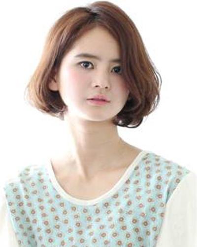 最新流行的圆脸发型 圆脸中分刘海直发发型图片[圆脸]-圆脸适合的发型