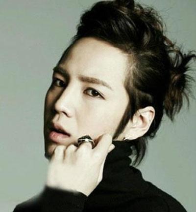 韩国扎起来的男生中长发型 男孩长发扎辫子发型图片