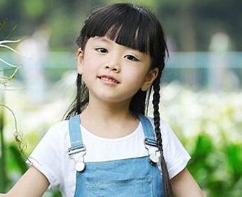 下面小编为大家分享几款适合小女孩的长发编发发型图片,一起来欣赏一