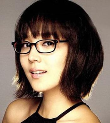 带眼镜脸大的女生适合什么发型 大脸眼镜妹适合的发型图片