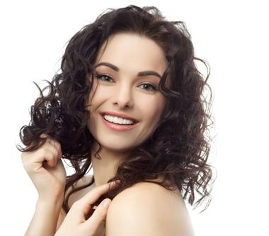 海边或泳池游泳8个护发不伤发方法