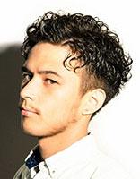 全是卷的男生发型 适合男生的卷发发型图片