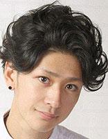 男生天生卷发发型怎么打理 男生短卷发发型图片及名称
