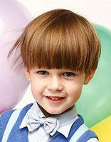 男宝蘑菇头发型后面是什么样的 男宝宝蘑菇头发型图片