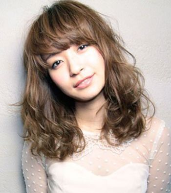 大脸长发适合什么发型 2015流行的女生大脸发型图片图片