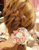 自辫简易好看的发型步骤 四股辫简单发型图解