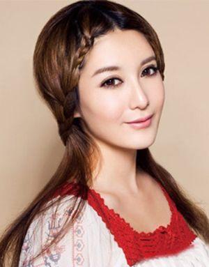 最新流行的圆脸发型 圆脸中分刘海直发发型图片[圆脸]-圆脸中分直发