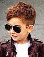 圆脸小孩适合什么发型 国字脸小男生什么发型显得脸小