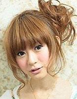 头发少如何弄花苞发型 头发少的卷发怎么做花苞头