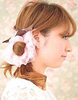 侧扎马尾辫的方法图解 侧扎马尾发型扎法