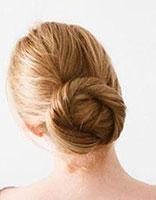荷花包发型怎么扎 女生荷包头的扎法