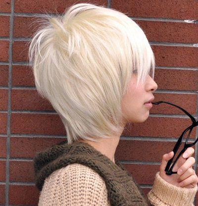 银白色的染发在非主流发型中是最常见的