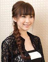 扎辫子时尚发型 显脸瘦的扎辫子发型图片