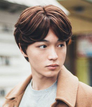 男生中分发型是什么样子的 男士复古中分发型