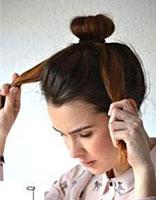 教自己盘简单花苞头发 学盘花苞头发的步骤