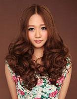 2015年李彩文最流行烫发 大波浪陶瓷烫发型