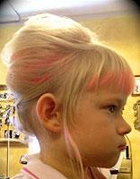 3岁宝宝学生头发型该怎样扎 学生头扎发型的步骤图解