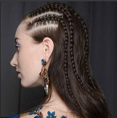 非洲人黑色皮肤女孩那种好多小辫子盘扎发型 多辫子发型设计图片