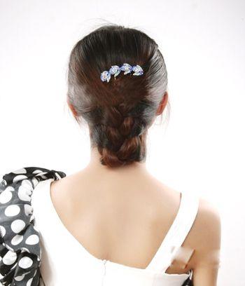 发型热点 > 长卷发发型扎法 >   烫了的头发怎样扎好看?图片