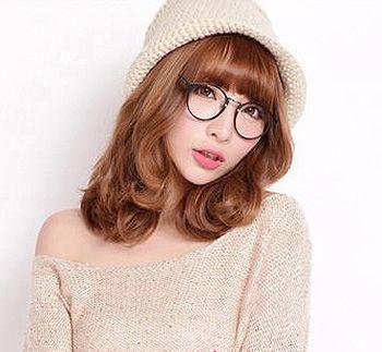 长脸戴眼镜适合什么刘海或是发型 戴眼镜的长脸女生什么刘海好看