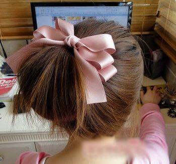 直发齐刘海梳什么发型 齐刘海直发绑头发方法