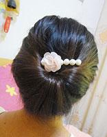 头发少脸长的女生适合什么发型 脸型长头发少该怎么绑头发