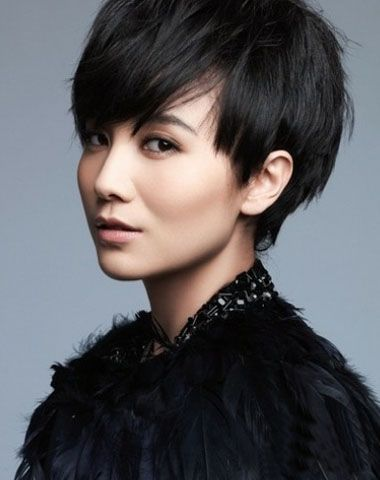 发型热点 > 短发发型设计 >   短头发的女生梳什么样的烫发弧线比较