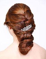 新娘盘头发好看优雅的步骤 新娘盘头发的技巧