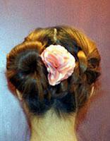 怎么盘适合5年纪学生的发型教法 教学生盘头发