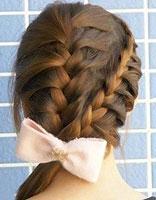 怎样编女士辫子发型 女生编制美丽发型流程